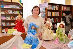 Выставка кукол в Бобруйске, в библиотеке им. Пушкина