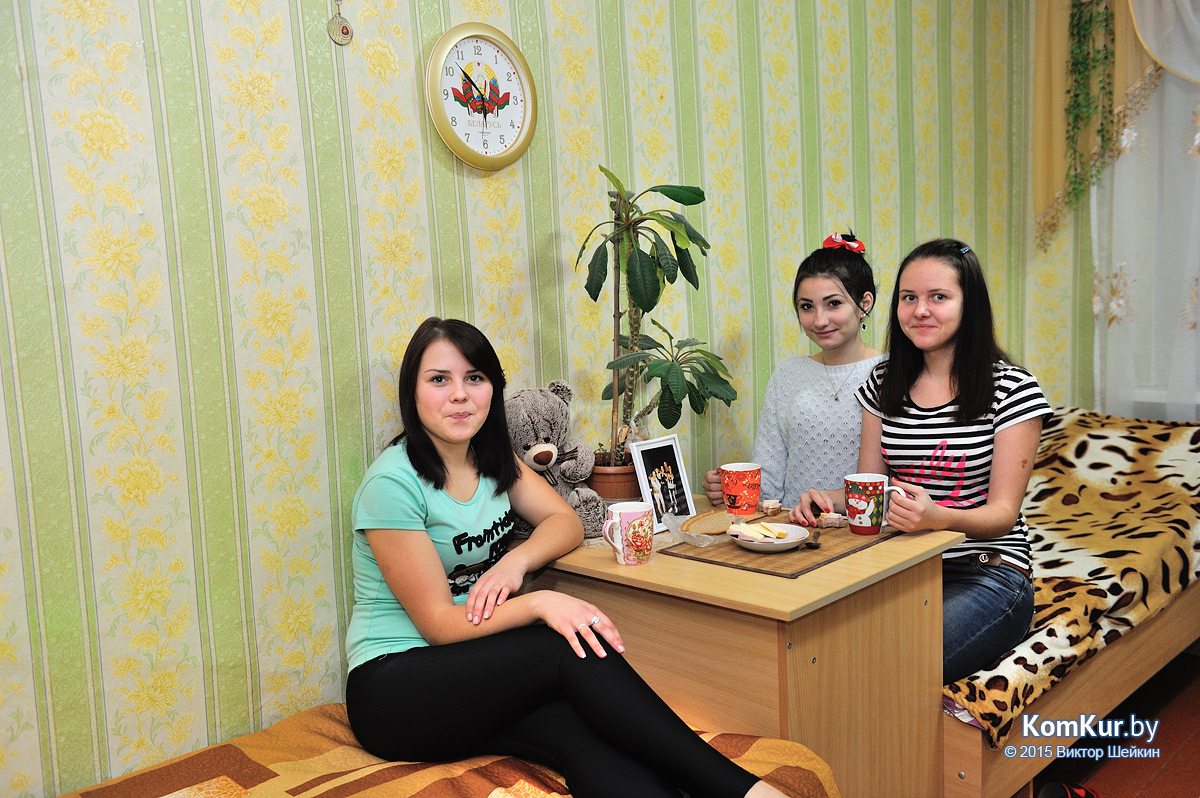 студентки в общежитии ночью фото