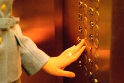 Минжилкомхоз отменил постановление, освобождавшее граждан по здоровью от платы за пользование лифтом