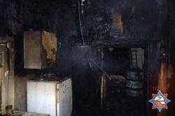 В Бобруйском районе работники МВД и СК помогли людям выбраться из горящего дома
