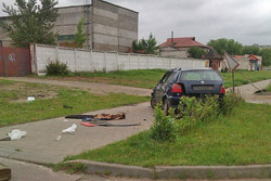 В Бобруйске фольксваген снес дорожный знак и фонарь