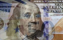 На торгах 23 сентября доллар продолжил рост