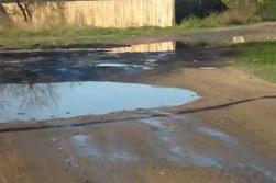 «Коммерческий» на связи: пешеходы тонут в грязи