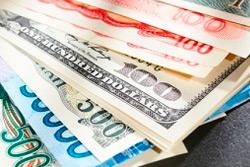 На биржевых торгах 29 апреля доллар и евро подешевели еще больше