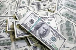 На торгах 12 января рубль ускорил падение к корзине, у доллара и евро новые максимумы